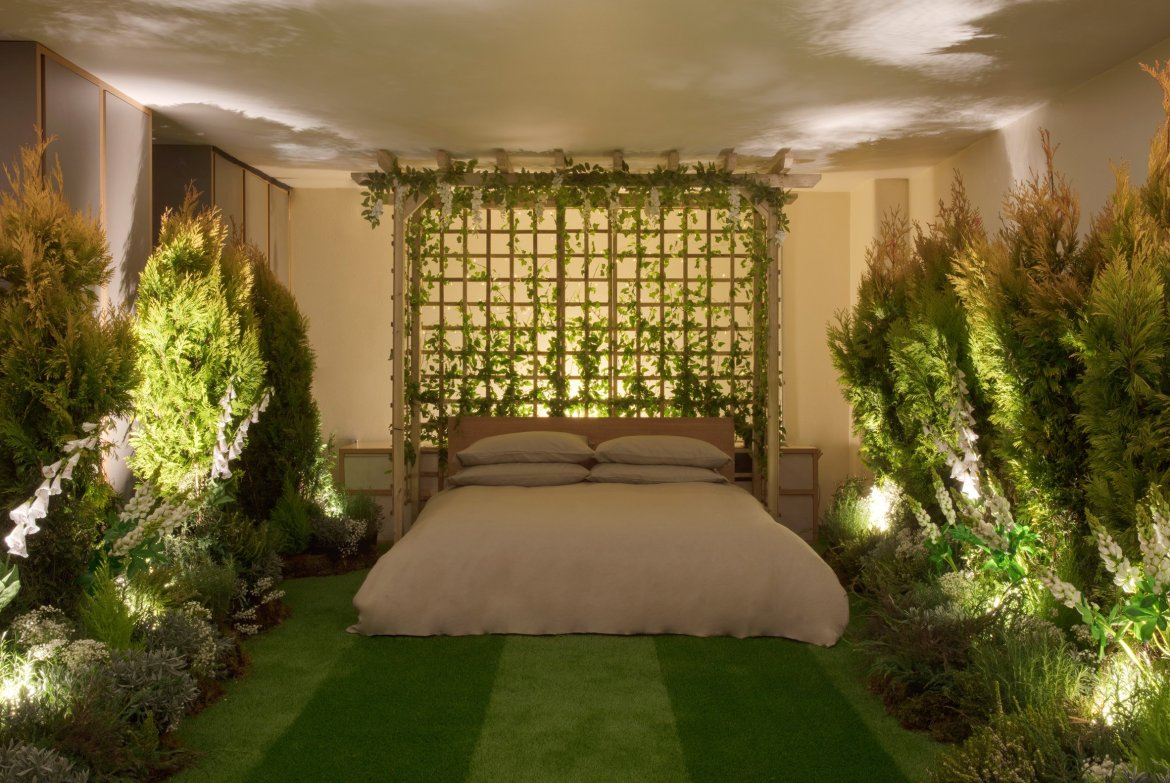 Pantone has collaborated with Airbnb to fill a London home with planting and projects that match its 2017 colour of the year. The home features a dining room greenhouse, a bedroom with mown lawn flooring and a bathroom filled with tropical plants all. This hotel truly proves that greenery and the botanical trend fit hand in hand. Take a look below: