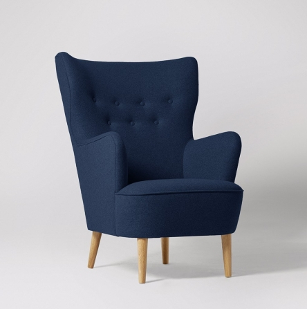 ludwig_armchair_wool_midnightblue_lightoak_desktop